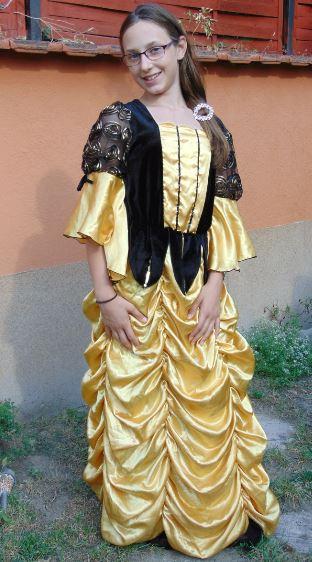 Spanyol udvari ruha (9-11/S)